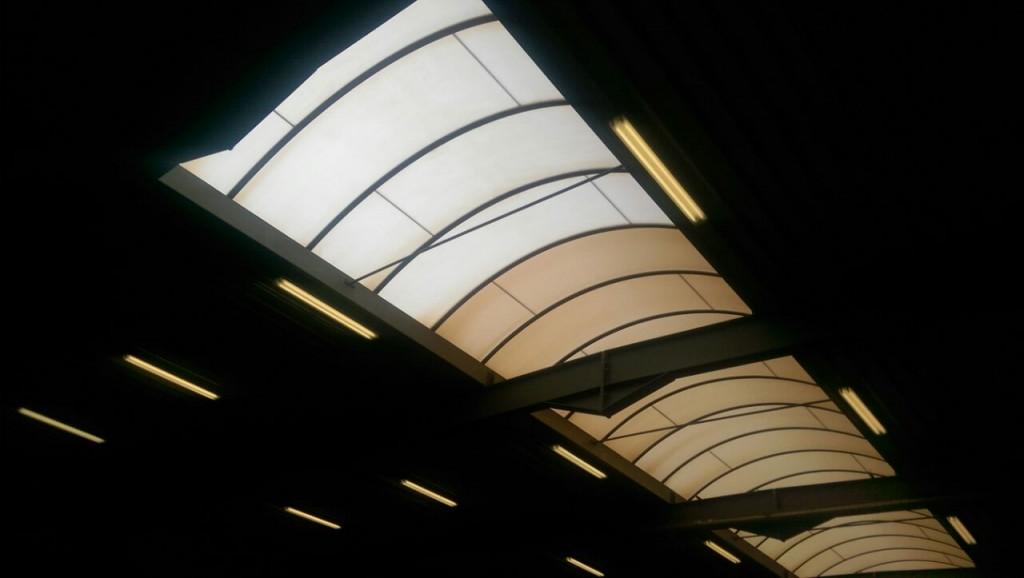 Schoonmaken van een polycarbonaat lichtstraat.jpg