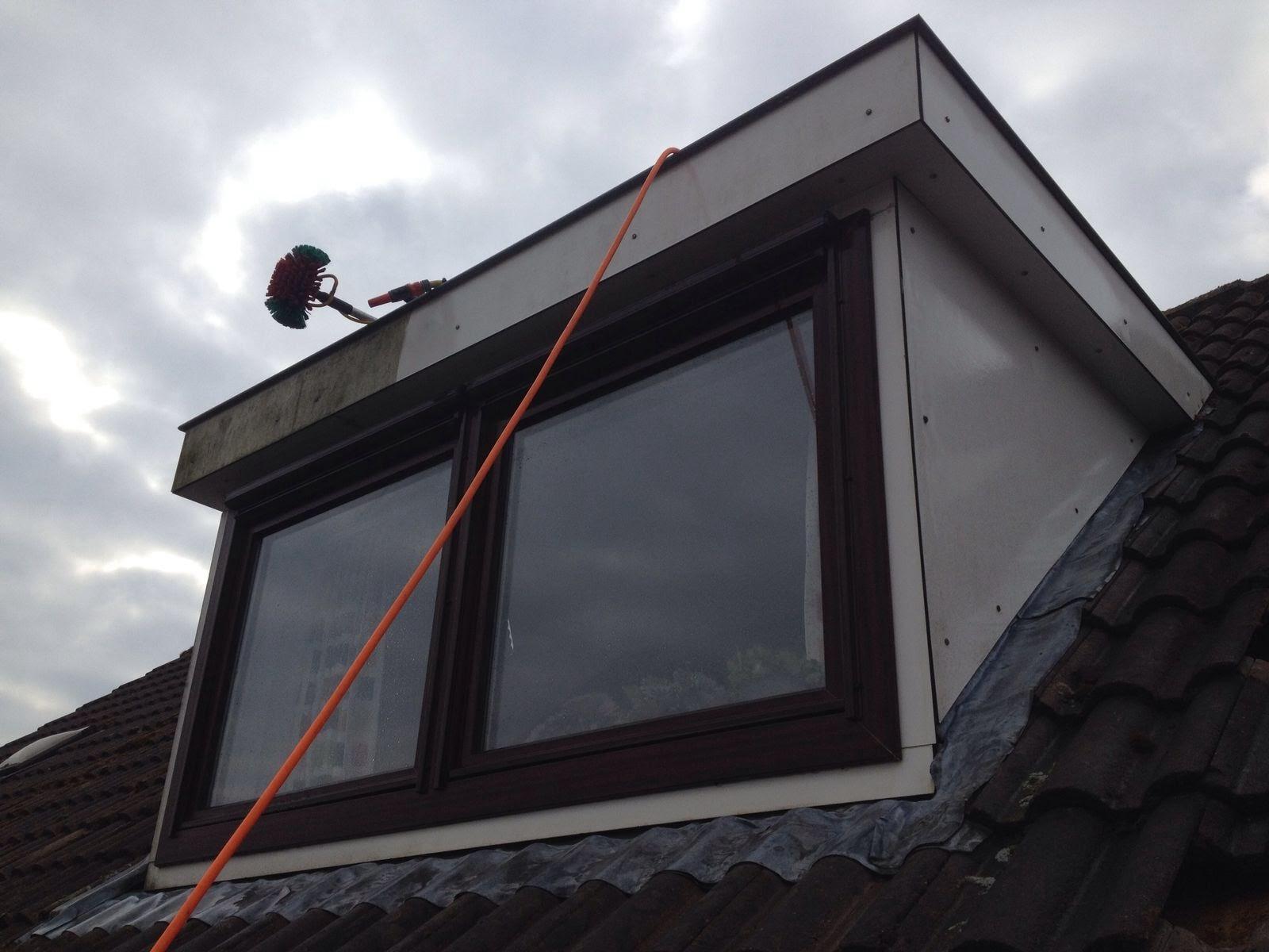 Schoonmaken van een Trespa dakkapel met kunststof kozijnen.jpg