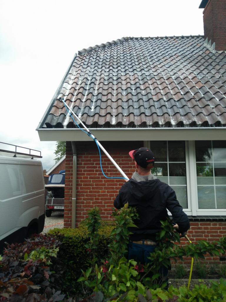 Inspuiten van een dak met Biomos.jpg