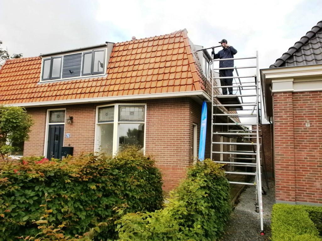 Schoonmaken van dakpannen.JPG
