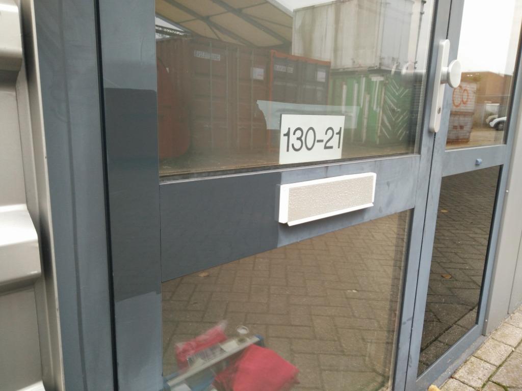 Proefstukje coating op een portiekdeur.jpg